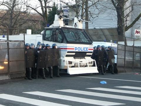 manif-coupat-police-canons-a-eaux.jpeg