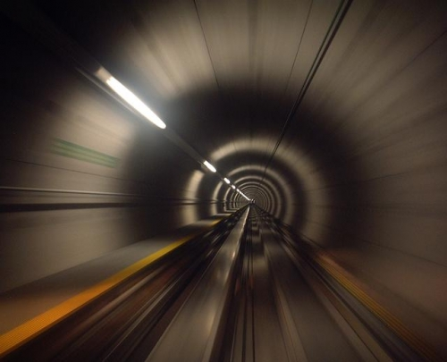 47888-vitesse-fibre-optique-internet-tunnel.jpeg